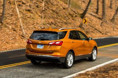 2019-Chevrolet-Equinox-rear_right